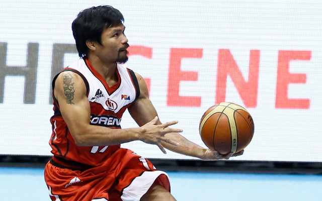 (Images) Manny Pacquiao impesses during Philippines basketball match before training for fight with Floyd Mayweather