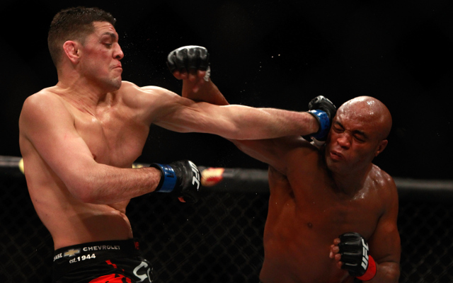 (Video) UFC – Outrageous: Nick Diaz mocks Anderson Silva during fight