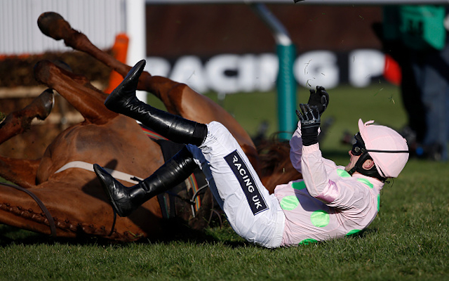(Video) Cheltenham Festival 2015: Annie Power fall saves bookmakers £100 million!