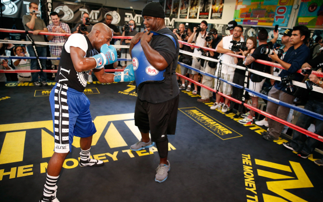 Boxing news: Floyd Mayweather stopping sparring partners already!