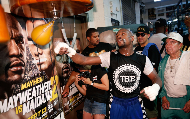 (Video) Boxing news: Floyd Mayweather looks sharp in training camp for Manny Pacquiao fight
