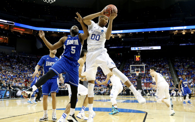 (Video) March Madness 2015: #1 Kentucky easily defeats #16 Hampton, 79-56, to improve to 35-0
