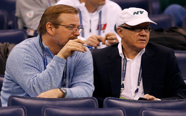 NY Jets owner leaning on GM to get Darrelle Revis back in free agency
