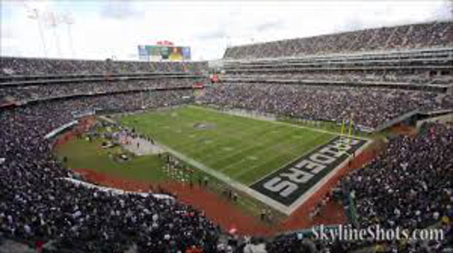 Oakland Raiders to stay at O.co Coliseum for at least one more year