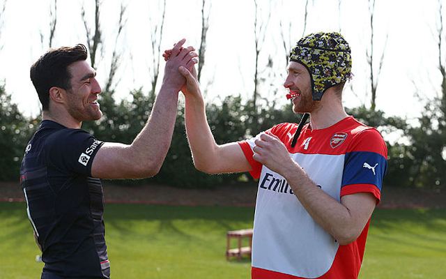 (Video) Football vs Rugby – Arsenal and Saracens decide which is better!