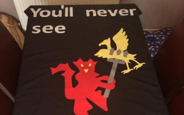 (Image & Tweet) Manchester United fan makes CRUEL banner mocking Liverpool skipper Steven Gerrard