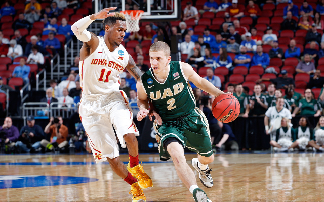 (Video) March Madness 2015: UPSET ALERT! #14 seed UAB leads #3 seed Iowa State, 31-28, at halftime