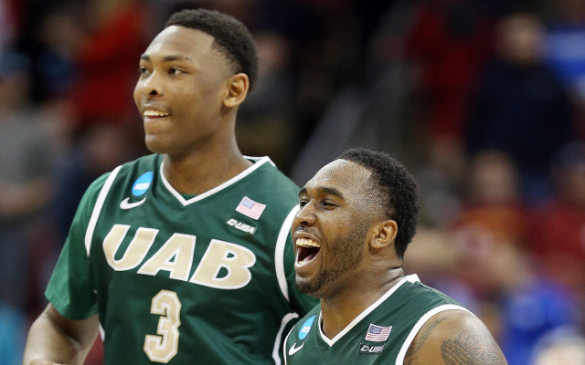 (Video) March Madness 2015: Brackets busted! #14 UAB upsets popular Final Four pick #3 Iowa State, 60-59