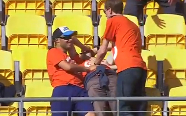 (Video) Oh no! Fan drops an AB de Villiers six, misses out on share of $1 million at Cricket World Cup
