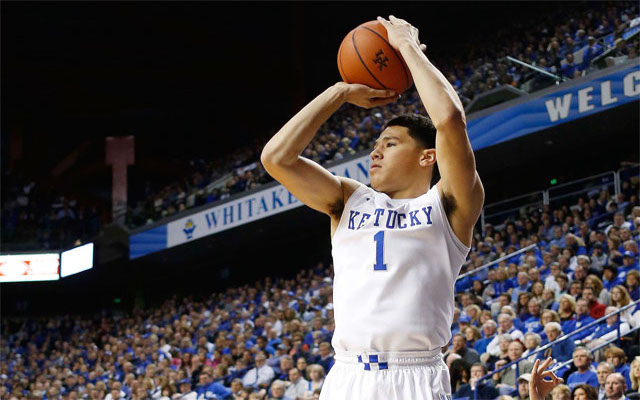 (Images) Odd Trend: Female Kentucky basketball fans lick G Devin Booker's car