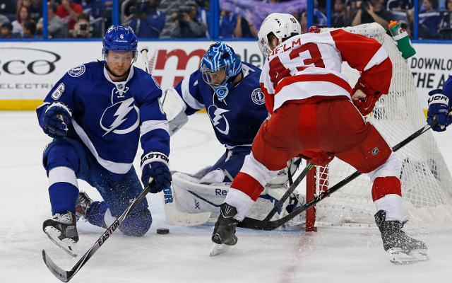 NHL Playoffs 2015: Detroit Red Wings shut out Tampa Bay Lightning to take 3-2 series lead