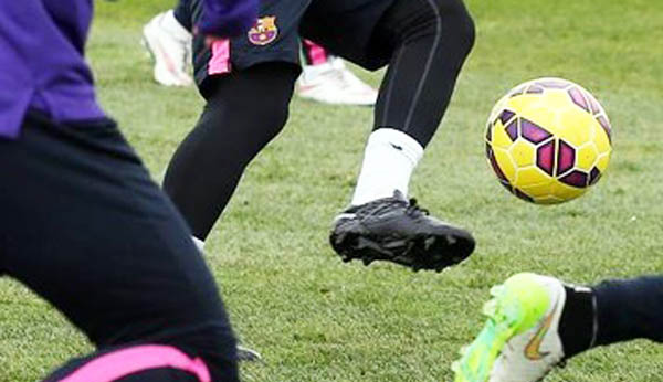 Lionel-Messi-Black-Out-2015-Boots (3)