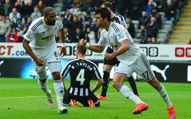 (Video) Newcastle United's Daryl Janmaat loses tooth before Swansea City ties it with corner kick goal