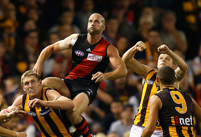 (Video) Essendon v Hawthorn highlights: Bombers produce a stirring two-point win over Hawks