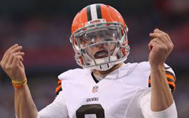 Cleveland Browns QB Johnny Manziel lashes out at annoying fan by throwing water bottle