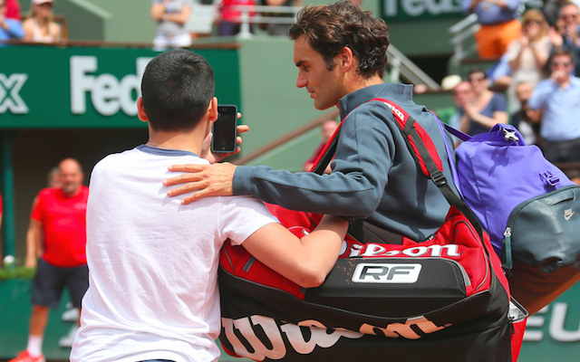 (Video) Roger Federer blasts French Open officials after fan invades court to take selfie