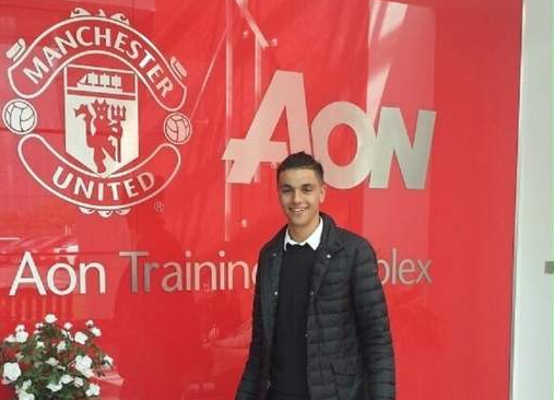 Man United beat Chelsea to sign teenage goalkeeper as David De Gea transfer talk continues