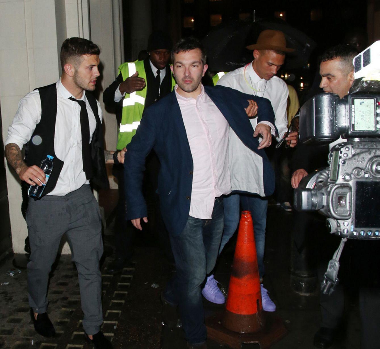 Wilshere and Gibbs leaving nightclub