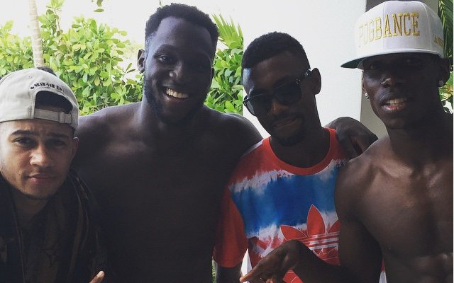 Paul Pogba parties with ex-Chelsea duo & Man United signing, minds boggle at transfer implications