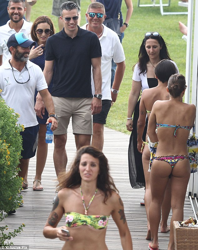 Robin van Persie checking out babes in Rome