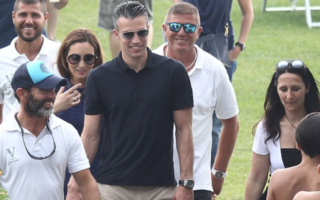 Photo: Man Utd's Robin van Persie eyes bikini babes on transfer mission with LUMP in pants