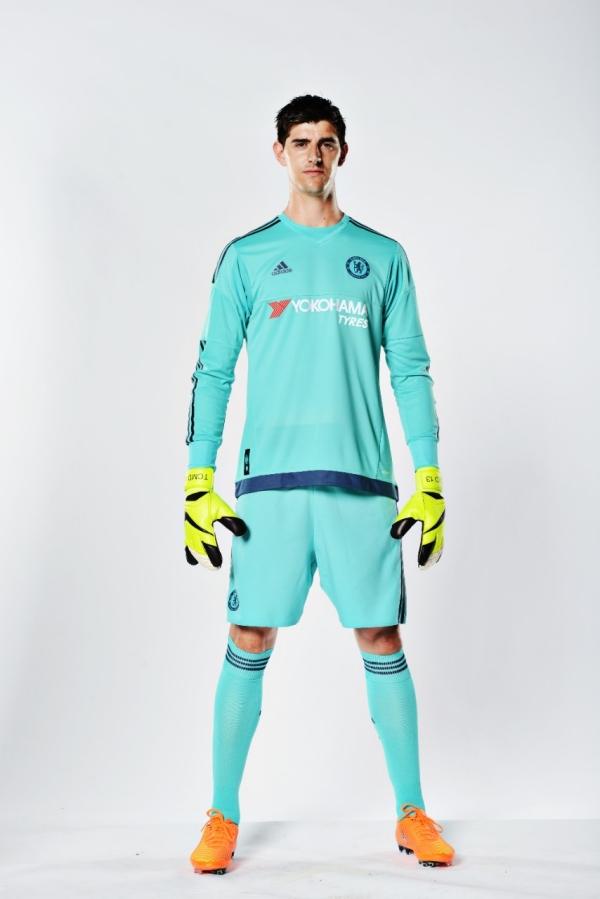 Courtois Chelsea home kit