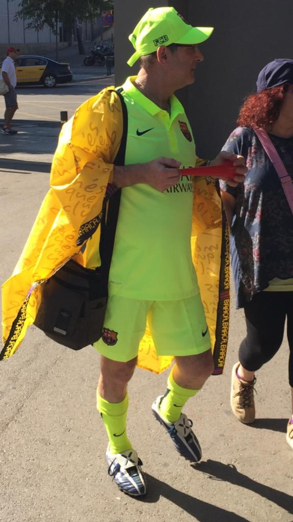 Visible full kit wanker