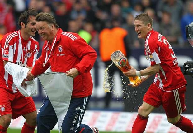 schweinsteiger-chasing-van-gaal-with-beer