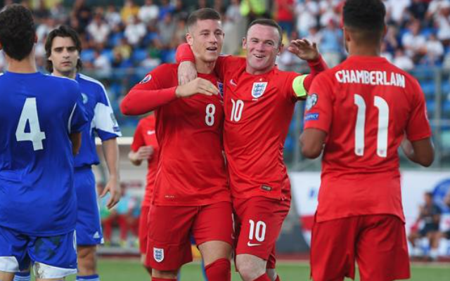 Wayne Rooney England scoring record: MIXED reaction to Man United striker going level with Sir Bobby Charlton