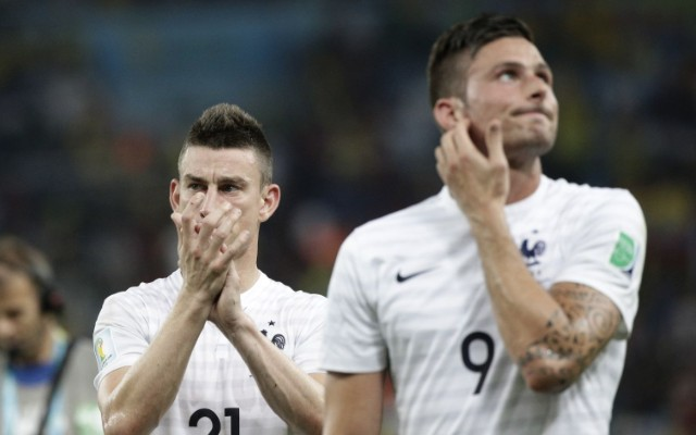 Arsenal's French trio sing La Marseillaise as Paris victims remembered by Premier League (video)