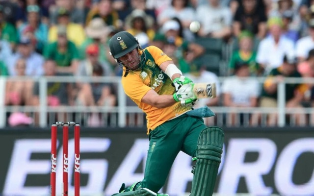Watch: De Villiers ends Super 10s with a bang as South Africa cruise against Sri Lanka