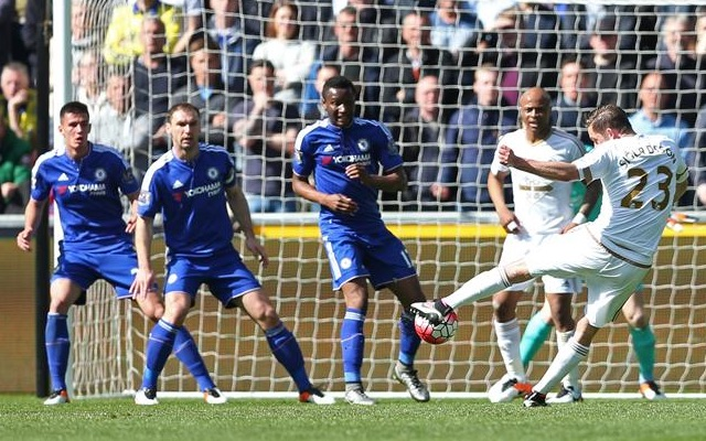 Swansea 1-0 Chelsea: Sigurdsson punishes American error to split sides as Blues lose unbeaten run in dirty game